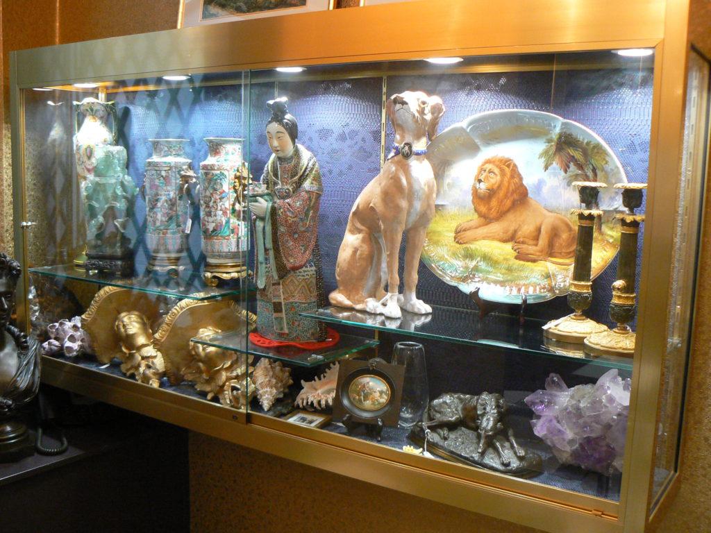 vitrine exposition objet art